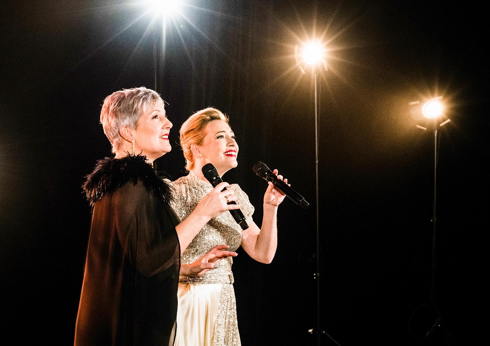 Das große Musical-TV-Konzert der Vereinigten Bühnen Wien - Carin Filipcic und Wietske van Tongeren - Credits: ORF / Vereinigten Bühnen Wien / Stefanie J Steindl